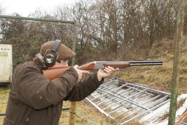 Shooting with shotgun